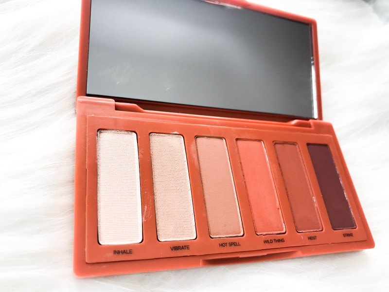 The Naked Heat mini Palette is the perfect compact, on the go eye shadow palette! Beauty tips. Beauty reviews. Urban Decay Review.