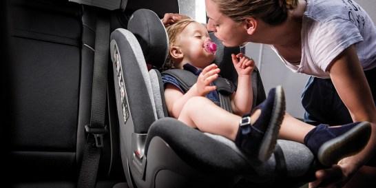 Πώς θα επιλέξω το σωστό κάθισμα αυτοκινήτου για το παιδί μου; Η ασφάλεια των παιδιών στο αυτοκίνητο είναι προτεραιότητα. Γι' αυτό, πριν ετοιμάσουμε βαλίτσες για τις γιορτινές εξορμήσεις μας, επιλέγουμε το κατάλληλο παιδικό κάθισμα αυτοκινήτου. Οι προτάσεις της Inglesina πληρούν τις πιο αυστηρές προδιαγραφές.