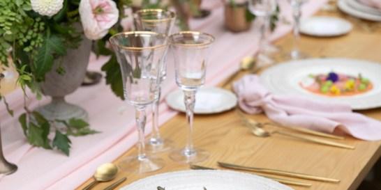 Yes I Do: Δώστε στον γάμο σας μια δόση από παραμύθι με τις γεύσεις της InterCatering Το μενού του γάμου σας θα αφήσει σε όλους την πιο αξέχαστη γεύση. Αρκεί να έχει την υπογραφή της InterCatering, με τις fine art de la table προτάσεις που θα επισφραγίσουν το κοινό σας ξεκίνημα. Επισκεφτήκαμε τον Πύργο Μελισσουργού και δοκιμάσαμε εξαιρετικές ιδέες για να οργανώσετε το πάρτι σας από το Α έως το Ω.