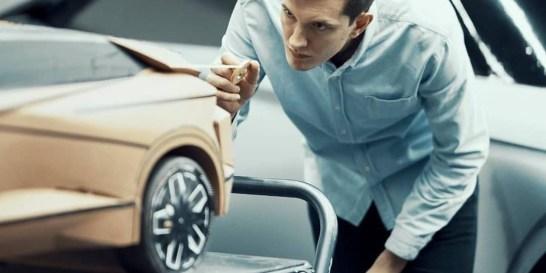 Πώς δημιουργείται ένα αυτοκίνητο DS; #stepbystep Σπάνια μας δίνεται η δυνατότητα να παρακολουθήσουμε αυτή τη διαδικασία. Η DS Automobiles, μας ξεναγεί στο DS Design Studio στο Παρίσι.