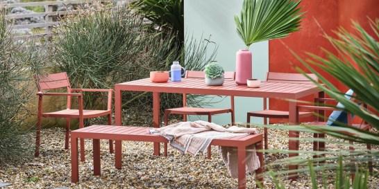 14+1 (πολύχρωμες) ιδέες για την βεράντα ή τον κήπο Φέτος ο κήπος θέλει χρώμα! Ποντάρετε στα κατάλληλα έπιπλα και αξεσουάρ και δημιουργήστε μια δροσερή όαση που αποπνέει θετική ενέργεια!