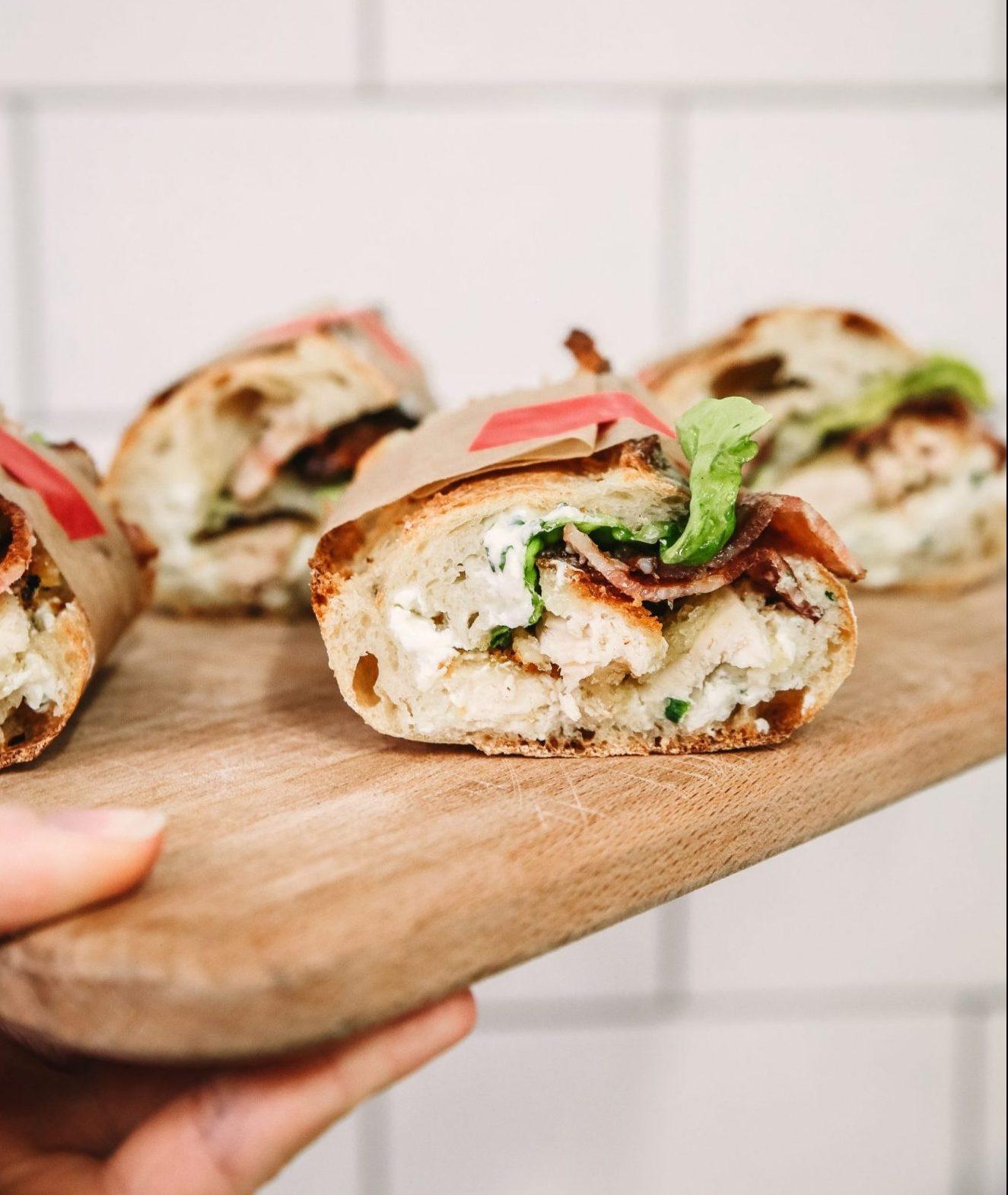 Φτιάξαμε τα πιο νόστιμα σπιτικά σάντουιτς με κοτόπουλο