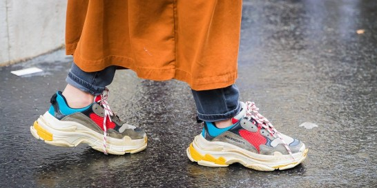 Chunky sneakers: Τα αγαπάς ακόμα; Το δυνατό trend που απογειώνει το street style σου.