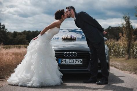 Hochzeit Brautpaar Shooting Auto