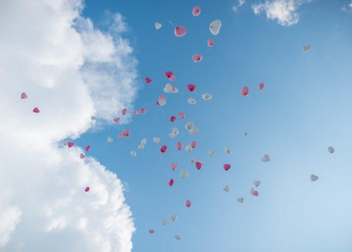 Luftballons fliegen Hochzeit