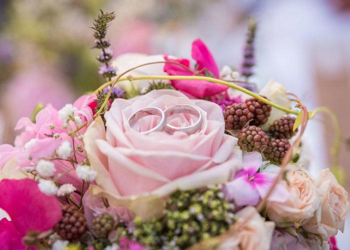 Eheringe im Brautstrauß