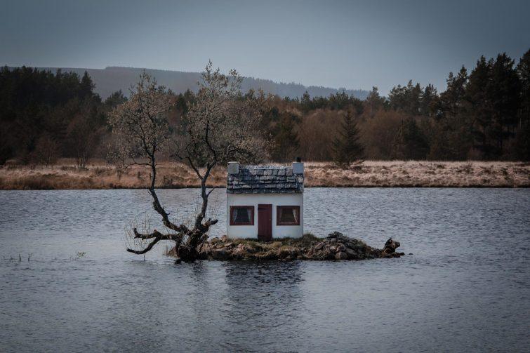 ein Haus im See