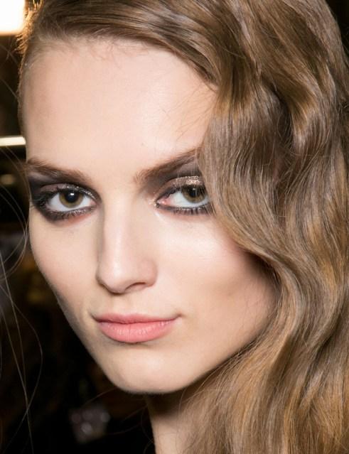 Resultado de imagen de maquillaje ojos dorados