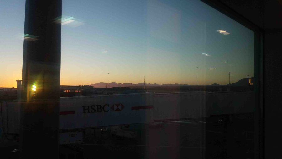 Vancouver Airport bij zomerse zonsondergang.