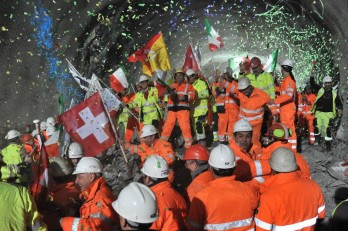 Ceneri Base Tunnel breakthrough 21 January - workers celebrate key moment (photo: © AlpTransit Gotthard Ltd.)