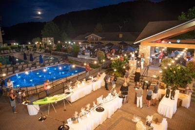 Tuscan Moon '18-24