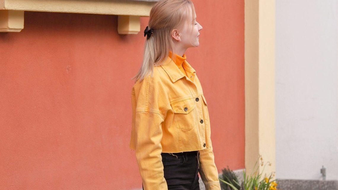 id keltainen cropattu farkkutakki