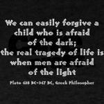Είπε ο Πλάτωνας «Εύκολα συγχωρούμε ένα παιδί που φοβάται το σκοτάδι…»;