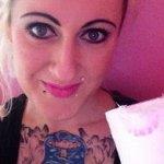 25χρονη τρώει ένα ρολό τουαλέτας την ημέρα