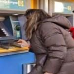 Καταρρίπτεται – Κοιτούσε το ΑΤΜ της τράπεζας και προσπαθούσε να πιστέψει αυτό που έβλεπε