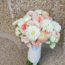 brides bouquet, peach and white bouquet