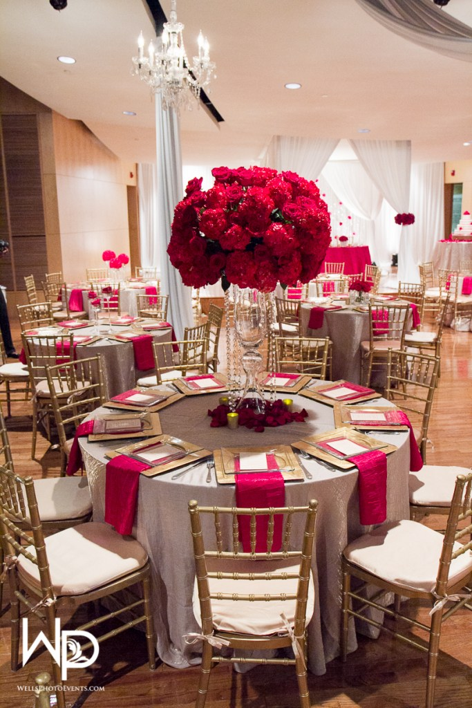 large red centerpiece, nashville wedding planner