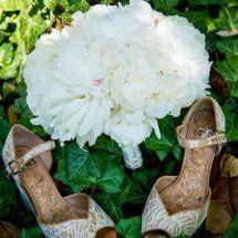 bride bouquet, bride's shoes