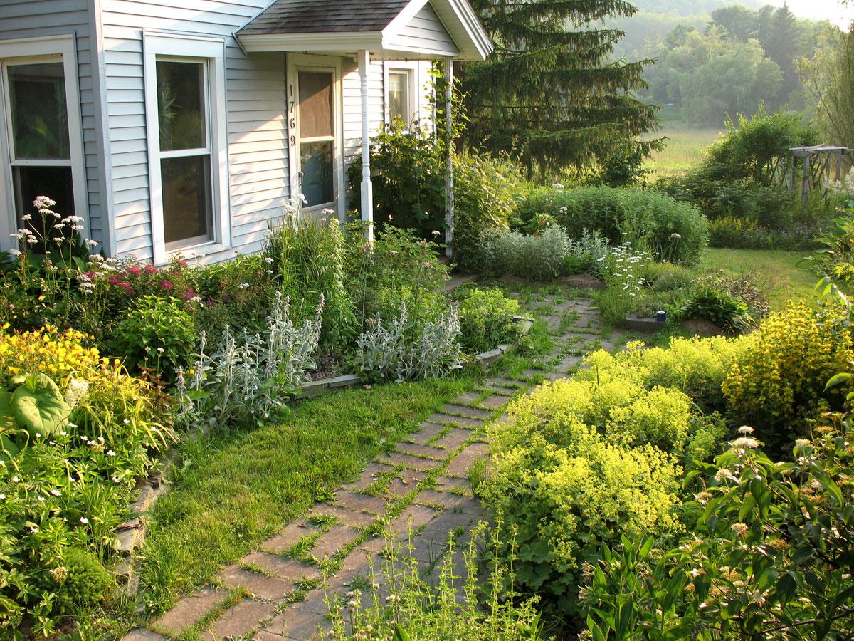 Garden Bloggers' Design Workshop - Front-Yard Gardens ... on Front Yard Patio Design id=31330