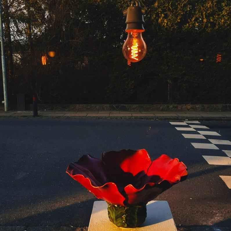 Rød keramik skål formet som en blomst - Elly Pedersen Keramik