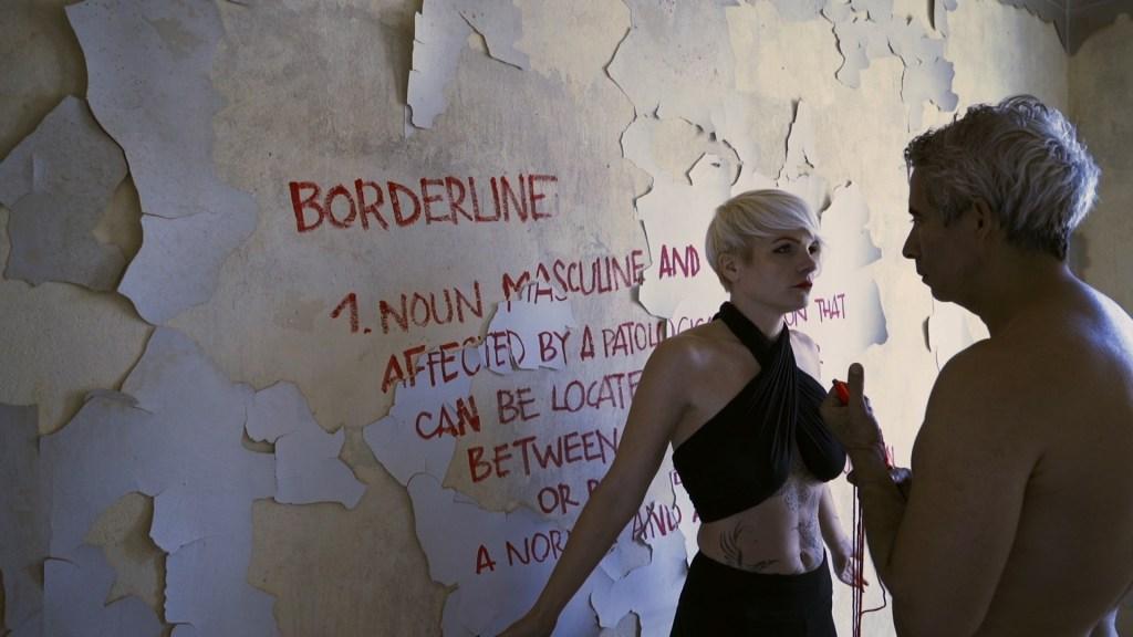 Factoría Santa Rosa presenta la muestra POEM, PATOLOGÍAS COMPATIBLES trabajo del colectivo de los artistas Jhafis Quintero y Johanna Barilier –él, un ex presidiario; ella, diagnosticada de borderline-, una serie de 5 video performances que aborda el amor, la enfermedad y la sobrevivencia en tiempos de confinamiento.