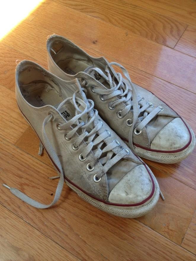 Resultado de imagen para dirty white sneakers