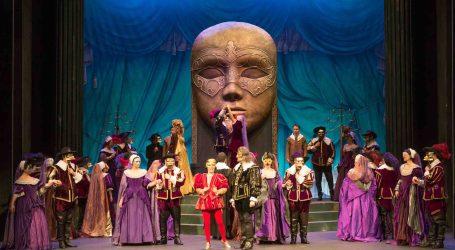 'Un baile de máscaras' llena de ópera el Auditori de Torrent