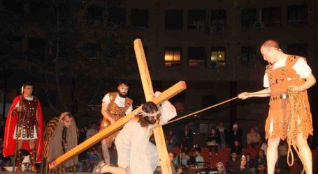 Siete procesiones llenan las calles de Torrent el Miércoles Santo