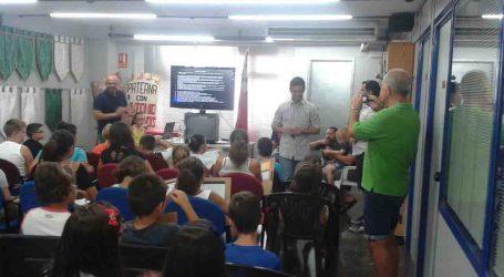 200 vecinos de Paterna se forman para disparar cohetes y petardos en las fiestas