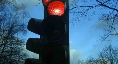 La Mancomunidad de L'Horta Sud vigila a los conductores que se saltan los semáforos en rojo