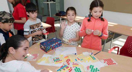 Más de 60 niños de Mislata disfrutan del campamento urbano de Pascua de La Fábrica