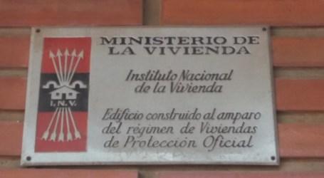Manises aprova la retirada de les plaques amb simbologia de la dictadura franquista