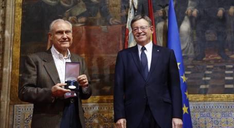 El godellenc Bargues rep l'alta distinció de la Generalitat al Casal de la Pau