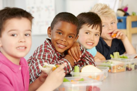 young kids eating a healthy lunch