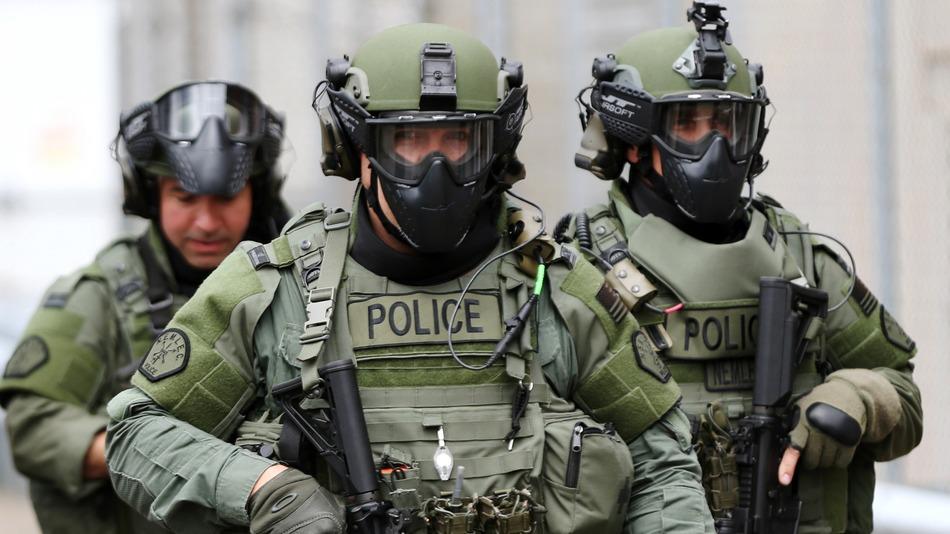 OBAMA PODRÍA PERMITIR DE NUEVO EL EQUIPAMIENTO MILITAR EN LA POLICIA