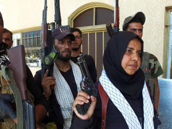 ABUELA IRAQUÍ DECAPITA A COMBATIENTES DE ISIS Y COCINA SUS CABEZAS