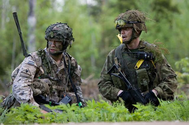 ESTONIO SE ENFRENTA CON ESCOPETA A SOLDADOS DE LA OTAN POR ENTRAR EN SU HUERTO