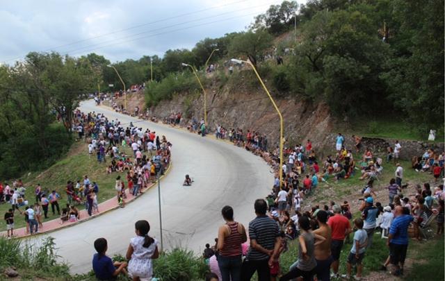 La bajada o subida de El Caracol ofrece una de las mejores panorámica de Río Ceballos.