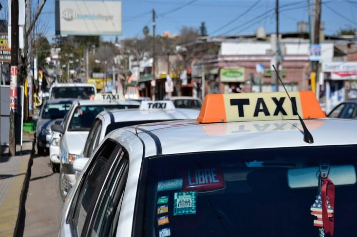 Taxis con aumento en Río Ceballos 1