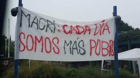 La protesta también acompañó la gira presidencial. Foto: El Milenio.