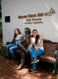 Las jóvenes visitan la Manzana Jesuítica, el Museo Manuel de Falla y la Casa Museo del Che Guevara.