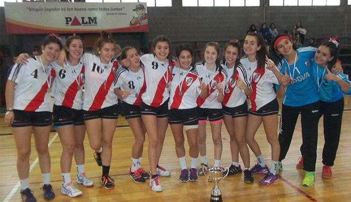 Las chicas de River se coronaron campeonas en la rama femenina.