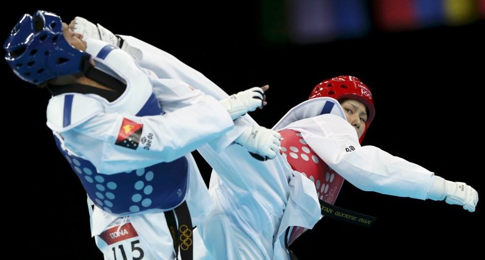 Japan's Erika Kasahara fights against Papua New Guinea's Theresa Tona during their women's -49kg preliminary round taekwondo match at the London Olympic Games