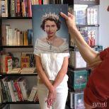 Furor por los empleados de una librería que juegan con las fotos de portada de los libros-7