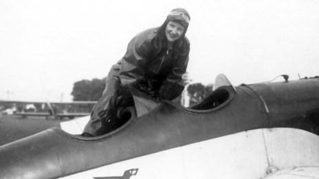 Myriam Stefford y su avioneta Chingolo I.