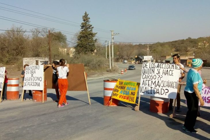Piden finalización de obras de pavimento y medidas de seguridad en El Manzano 5
