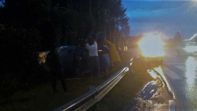 Un vehículo perdió el control y volcó, dos mujeres resultaron heridas 2