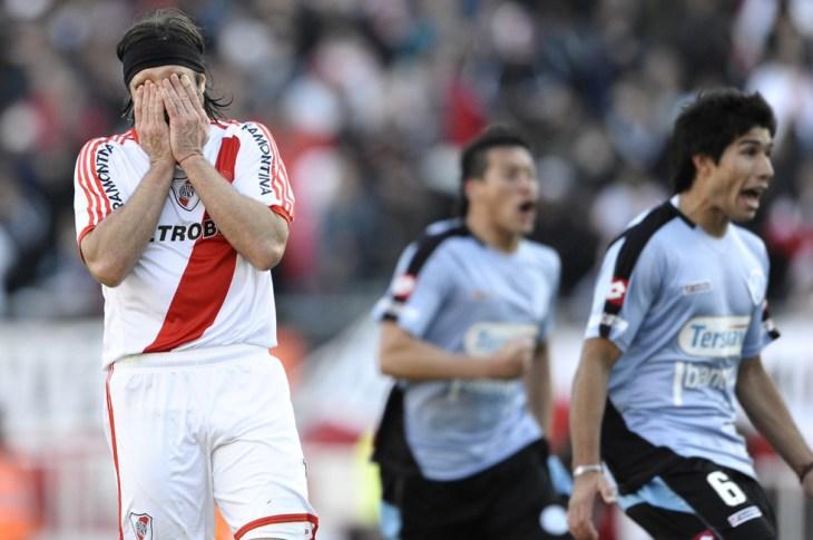 LA FOTO DEL DÍA: hace 8 años River Plate descendía a la B Nacional 5
