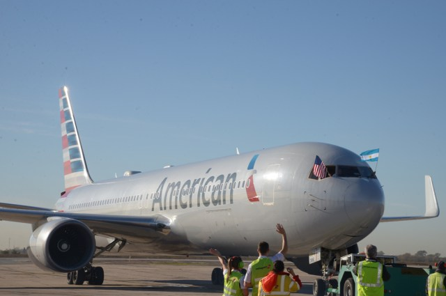 Conexión directa con Miami: llegó el primer vuelo de American Airlines a la región 1