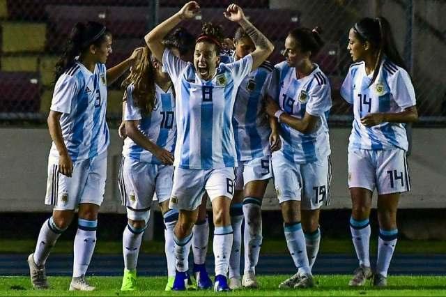 Debuta la Selección femenina en el Mundial de Francia 1